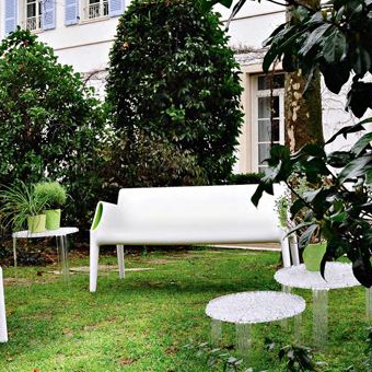 Kartell_bank_magic_hole_wit_door_philippe_starck_3
